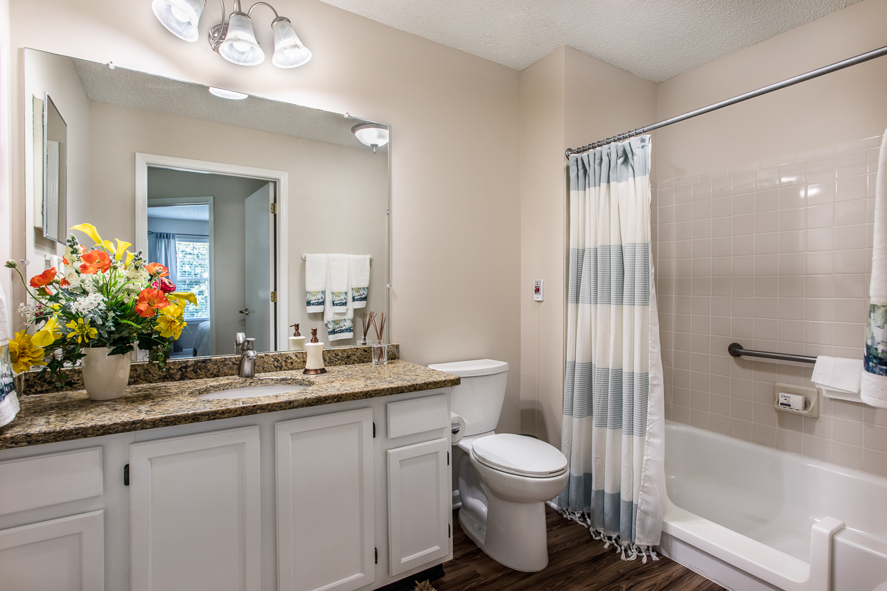 Winn One Bedroom Bathroom